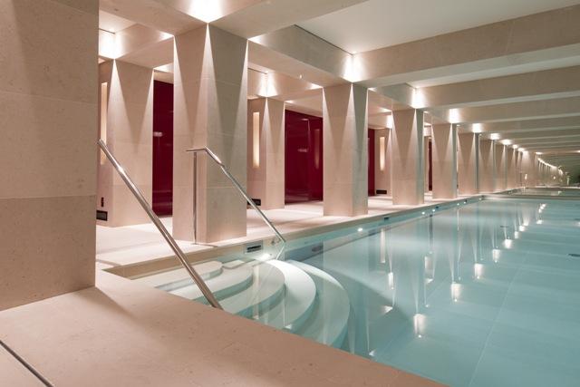 La-Reserve-Paris-bd-Hotel-pool-2