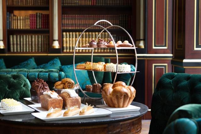 bd-La-Reserve-Paris-Hotel-tea-time